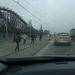 Villamossínen sétáló emberek a Hungária körúton
