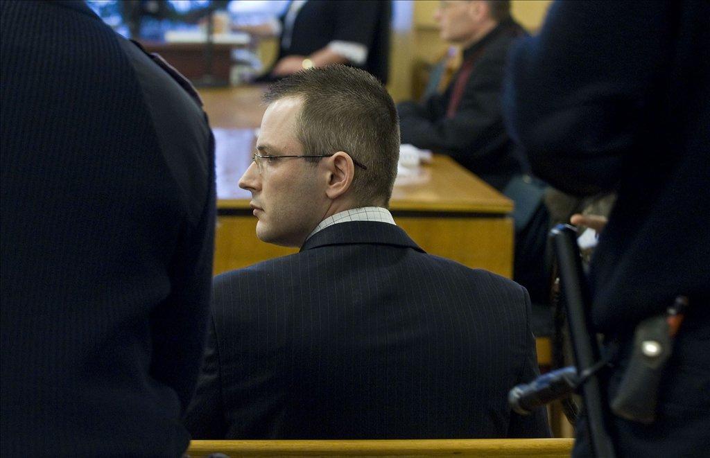 Fodor Endre tanácsvezető bíró ítéletet hirdet. Zuschlag Jánost nyolc év hat hónap börtönbüntetésre ítélte a Bács-Kiskun Megyei Bíróság.