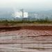 A gyár a tározóval
