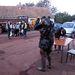 Rendőrök és katonák segítik a kitelepítést