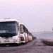 Autóbuszok sorakoznak a település határában