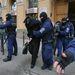 február 23. A PSZÁF feljelentése alapján rendőrségi akciót tartanak egy cseh központú brókercég budapesti irodájában. A rendőrök lezárták a ház bejáratát, öt embert vettek őrizetbe, köztük cégvezetőket és brókereket. A PSZÁF azonnali hatállyal törölte a nyilvántartásból a cég összes magyarországi ügynökét, és csalás gyanújával feljelentést is tett.   Az index cikke »