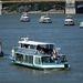 Személyszállító hajók tartottak felvonulást