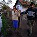 Október 27. - Nyomoz a rendőrség Sajókazán, mert egy feljelentés szerint nem a romák töltötték ki a népszámlálási kérdőívet: ez magyarázza, hogy a semmiből tíz év alatt 300 buddhista lett a faluban. A romák állítják, nem történt csalás, a buddhista közösséghez tartoznak. A polgármester fenyegetni kezdte őket. >>