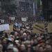 Október 23. - Az idei október 23-a az ellenzéké volt, Orbán Viktor Brüsszelbe utazott, a Fidesz nagygyűlése és a szép idő is elmaradt. A hol szemerkélő, hol szakadó esőben tízezrek mentek el az egymilliósok tüntetésére megmutatni, hogy nem tetszik nekik a rendszer, a Jobbik pedig rendszerváltó programot hirdetett. >>