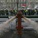Április 16. - A jogaik védelmében demonstráló fegyveres rendvédelmi dolgozók tüntetése füstbombák dobálásába és tűzcsapok kinyitásába torkollott az Andrássy útnál. A tűzoltók azt mondják: csak éreztetni akarták, milyen körülmények közt kell dolgozniuk.  >>