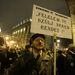 Ugyanide szerveztek tüntetést a harcunk.com-on a (tüntetésen magát nem képviselő) Jobbiktól is jobbra állók. A jobbos tüntetők és a tüntetésre vonuló MSZP-s képviselők, köztük Szekeres Imre és Nyakó István között kisebb dulakodás alakult ki, végül rohamrendőrök választották szét őket.