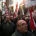 A tüntetést azonban nem azért szervezték, hogy megvédjék a magyar kormányt, hanem, hogy kifejezzék, az utca nem azoké, akik a demokrácia védelmében tüntettek az elmúlt hetekben, mondta Vona.