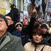 A párt a szombat délután kezdődő demonstrációt ezért az Európai Bizottság Lövőház utcai irodája elé szervezte. Az Index tudósítója szerint a Lövőház utca szinte teljesen megtelt tüntetőkkel, az Euópai Bizottság épülete előtti rész viszont le volt zárva kordonokkal, oda nem mehettek be a párt szimpatizánsai.