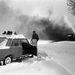 Nyékládháza 1987. január 13. Elakadt személygépkocsi a behavazott úton. A Magyar Néphadsereg harci járművei és honvédei segítenek a Nyékládháza és Boldogkőváralja térségében a hó fogságába esett autók kiszabadításában.
