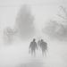 Emberek gyalogolnak az erős hófúvásban Debrecen közelében. Borsod-Abaúj-Zemplén Szabolcs-Szatmár-Bereg és Hajdú-Bihar megyében hófúvásra vonatkozó narancssárga másodfokú figyelmeztetést adott ki a meteorológiai szolgálat.