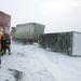 Tűzoltók dolgoznak Tótvázsony és Nagyvázsony között miután egy teherautó utánfutója felborult a viharos erejű szélben