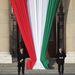 Nyolc órakor kezdődtek az állami megemlékezések, a Kossuth téren felvonták a magyar zászlót.