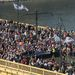 A Széna téren, ahol kiábrándítóan kicsi, néhány ezres tömeg volt, mostanra Pestre átérve egész komolyan megduzzadt. Meglepően sokan vannak azok, akik nem a kiindulópontról tartottak a tömeggel, hanem időközben csatlakoztak.