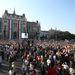 A parlament előtti terület már akkor is szinte tele volt, amikor a menetnek még csak az eleje fordult a Kossuth térre.
