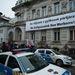 Fokcsikorgató hidegben tüntettek pár százan a Fidesz Lendvay utcai székházánál azért, hogy zárják ki a Fideszből a cigányság nagy részét leállatozó Bayer Zsoltot. A Demokratikus Koalíció rendezvényéhez az ellenzék nagyobb pártjai közül csak az MSZP csatlakozott, de élvonalbeli politikusaik távol maradtak.