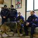 Azt is vizsgálták, hogy idegen emberek között hogy viselkednek az állatok egyedül. A felmérést irányító rendőr biztosította a tulajdonost, hogy ha a kutyája harapna, az a résztvevők felelőssége, nem az övé. Egyik kutya sem harapott.