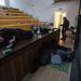 Egyetemfoglaló diákok alszanak kedden reggel az ELTE épületében.