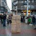 Hat nap alatt hat flashmobbal akarják felhívni a figyelmet követeléseikre az egyetemet is foglaló diákok. Csütörtökön a hat pont közül az elsőre, a köz- és felsőoktatás átfogó reformjára koncentráltak. Délután előbb a Ferenciek terén, majd pedig a Deák téren a mozgalom tagjai dobozokból egy egyetem épületét húzták fel, amit aztán egy Orbán-maszkot viselő társuk lerombolt.