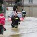 A Katasztrófavédelem szerint további 16 lakóházat veszélyeztet a víz Csákánydoroszlón.