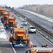 Osztrák hókotrók az M1-es autópálya Győrt elkerülő szakaszán. A járművek az osztrák–magyar határ és a Győrt az autópályával összekötő M19-es gyorsforgalmi út és az M1-es csomópontja között tisztítják az utat.