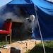 A füstgéppel telefüstölt sátorból néha a füstgépet is kimenekítették.