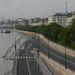 A budai rakpart reggel. A fővárosban mindkét rakpartot lezárták még kedd éjjel. A Duna vízszintje másfél nap alatt 80 centivel nőtt.