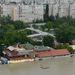 A Tímár utcánál a HÉV megállóig ér a víz, a parltmenti épületek félig elmerültek.
