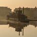 Hajnali fények Győrben. A  Belügyminisztérium Vízügyi Főigazgatósága  szombat délutáni 2 órás adatok szerint a Duna vízszintje Budapesten meghaladtan a 2006-ben mért eddigi legmagasabb, 860 centiméteres értéket, és már 861 centiméter. (MTI)