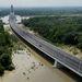 A Duna a Megyeri híd mellett