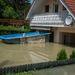 Az áradás kiemelte a medencét