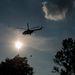 A Magyar Honvédség helikopterei folyamatosan szállítottak a homokkal töltött Big-Bag zsákokat a kritikus körzetbe.