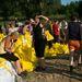 Nyári hőség nehezítette a munkát Horányban vasárnap, amikor  a Duna tetőzése előtt több száz embert kellett kitelepíteni.