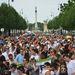 Soha nem látott tömeg gyűlt össze a szombat délután 4 órakor kezdődő felvonulásra.  A menet a Hősök teréről indult.