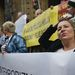 Morvai Krisztina is beállt az egyik transzparens mögé