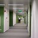 Ez a központ irodai részlege, szőnyegpadlóval, klimatizált, kívülről is vezérelhető fűtéssel, hűtéssel, világítással