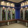 Öltözőszekrények a focisták saját képével, az egyértelműség végett