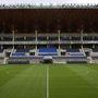 A visszafogott makoveczizmus mellett meglepő módon mégis a monumentalitás a stadion legfőbb jellemzője.