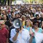 A résztvevők kifejezik szolidaritásukat az Origo volt és jelenlegi munkatársaival, tiltakoznak a reklámadó és a Norvég Alap megtámadása ellen.