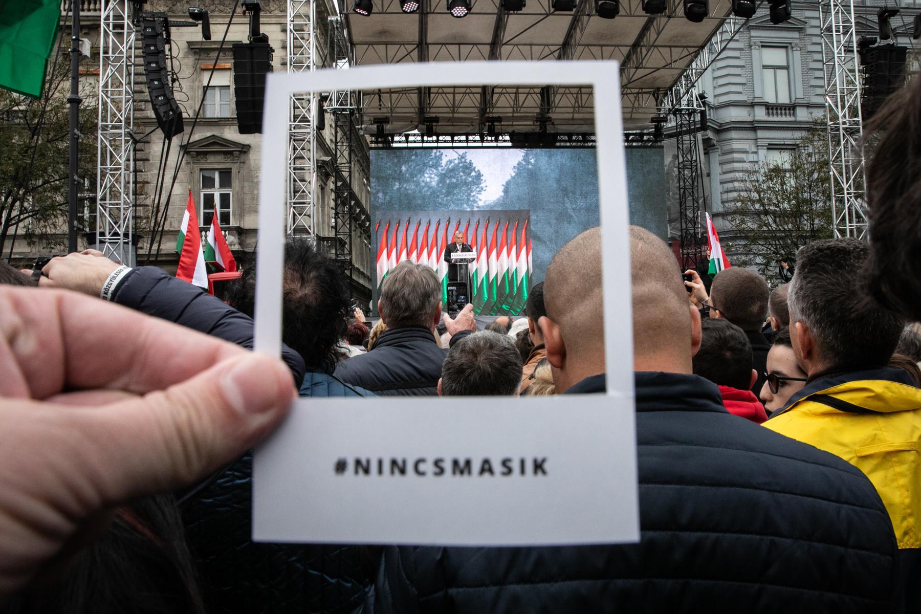 Te is markolhatsz magadnak ilyen keretet azokon a belvárosi helyeken, ahol Indexes kitűzőket és matricákat is!.   Ezeken a helyeken keressétek (Budapesten), igyekszünk pótolni, ha elfogynak: Kisüzem, Nappali, Görzenál, Béla Bar Budapest, Láng Téka, Nos a Hely.ps.: küldjetek nekünk #nincsmasik fotókat Instagramon, mi meg tovább osztunk titeket!