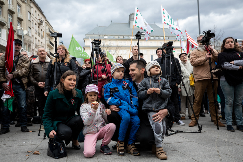 Orbán látványosan rálépett a fékre - 14