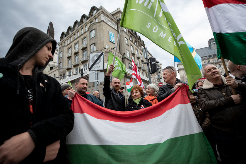 Orbán látványosan rálépett a fékre - 12