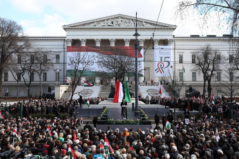 Orbán látványosan rálépett a fékre - 4