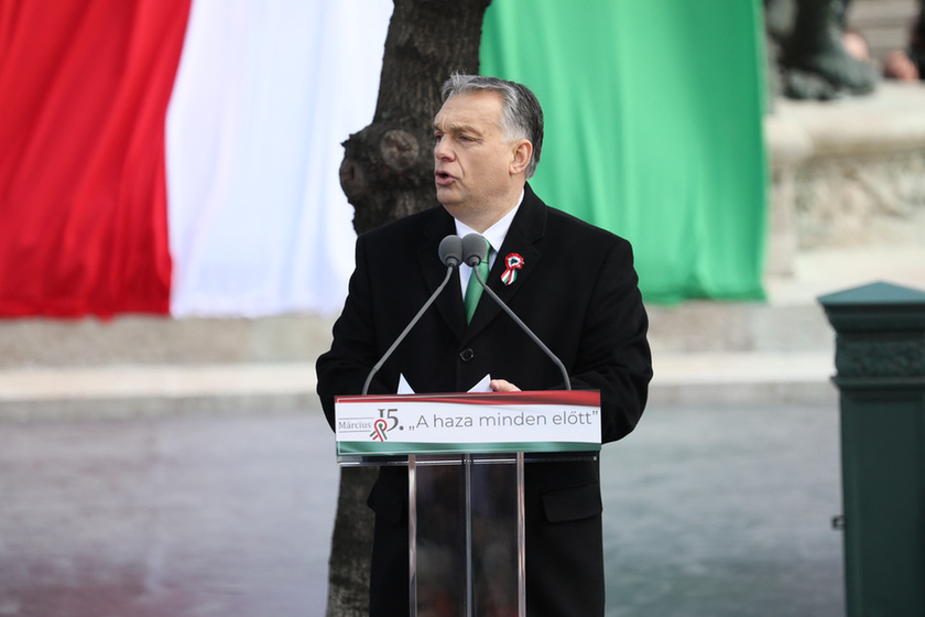Orbán látványosan rálépett a fékre - 5