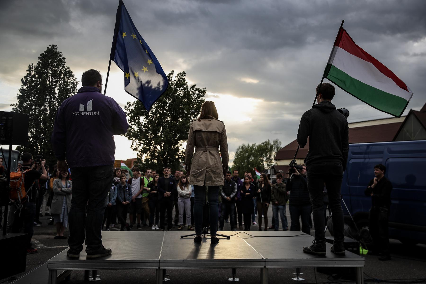 Az este végén, amikor a rendezvény már véget ért a főtéren, a város szélén a romák között még volt egy kis hangoskodás