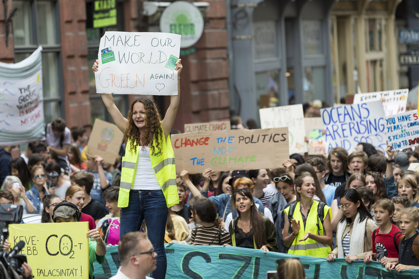 Climate Strike Budapest: Thousands take to the streets to demand steps to avoid an ecological disaster - 4