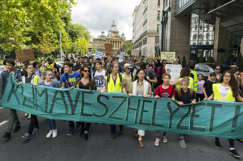 Climate Strike Budapest: Thousands take to the streets to demand steps to avoid an ecological disaster - 3