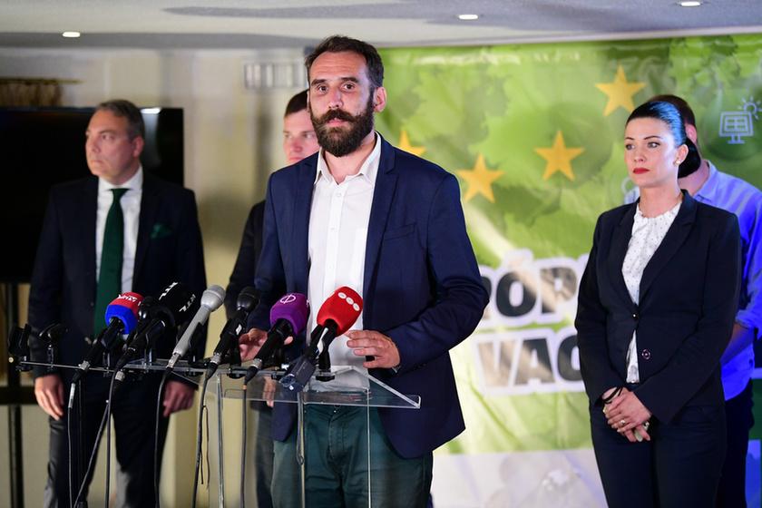 Klárára, a Fideszre és a karaktergyilkosságra mutogatnak - 3