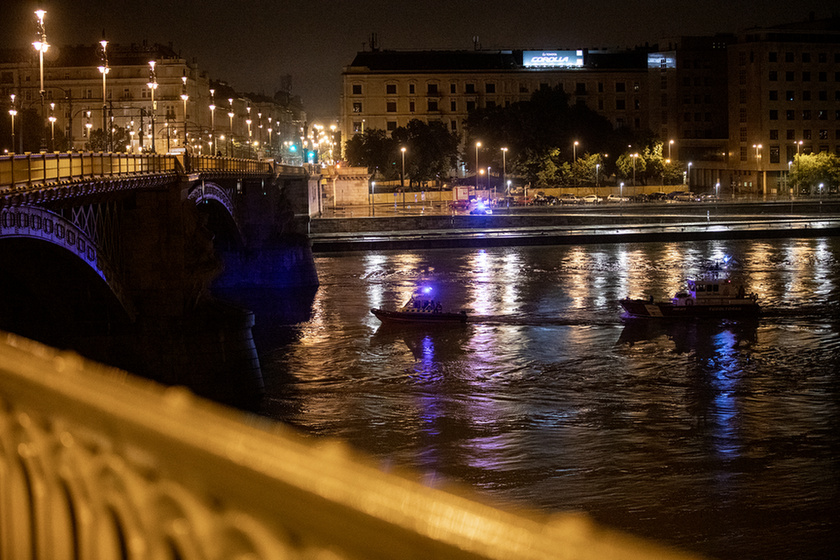 7 dead, 21 missing after sightseeing boat collides with cruise ship on the Danube in Budapest - 15