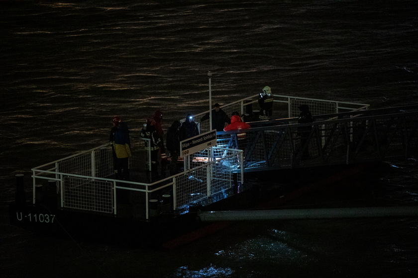 7 dead, 21 missing after sightseeing boat collides with cruise ship on the Danube in Budapest - 9